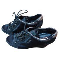 Prada - Sneaker con zeppa alta in scamosciato nero